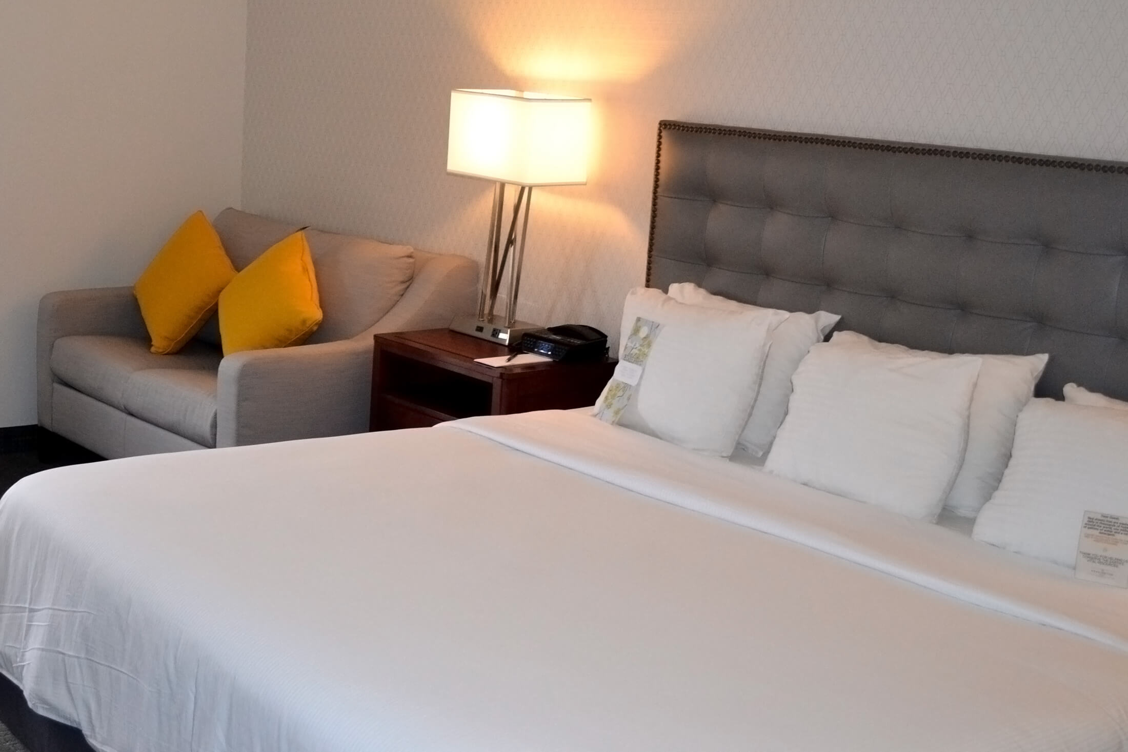 accommodations the kensington hotel in ann arbor. Black Bedroom Furniture Sets. Home Design Ideas